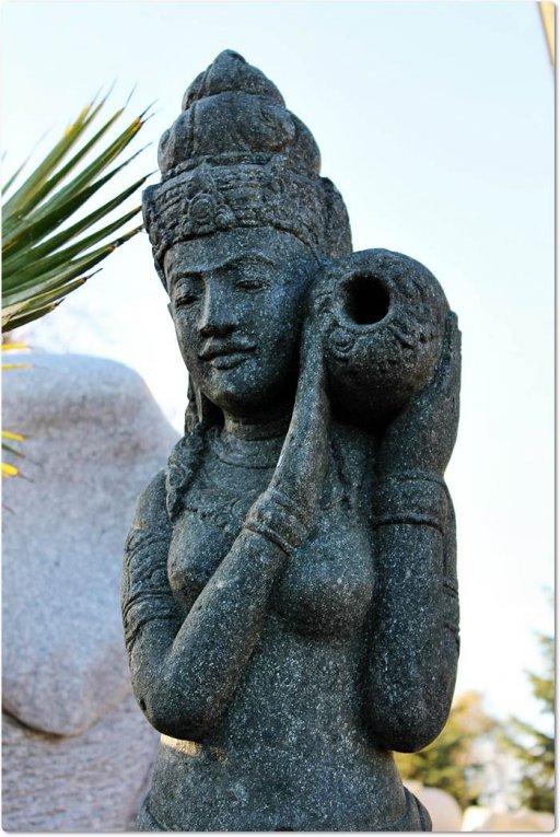 Skulptur aus stein shiva for Gartengestaltung unterschiedliche hohen