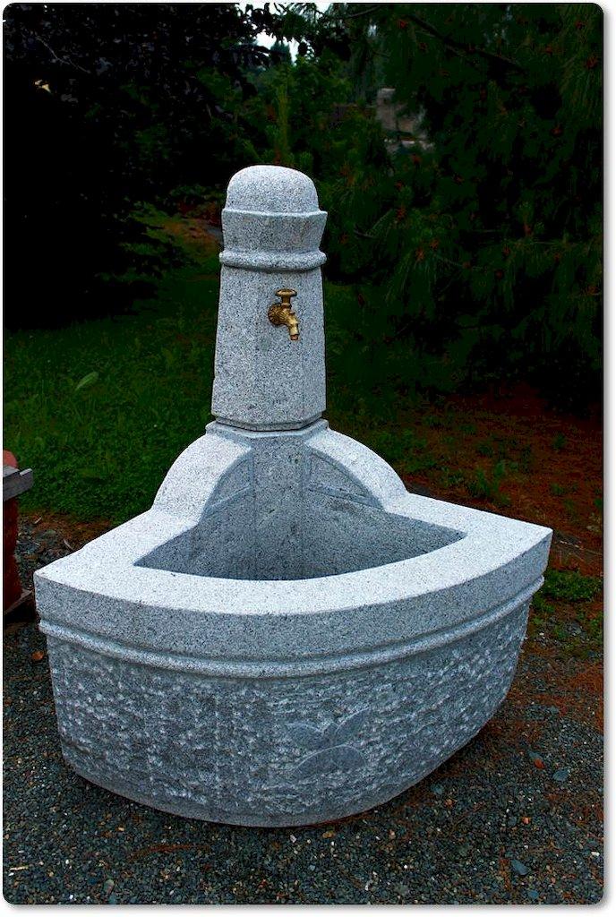 eckbrunnen aus naturstein f r den garten. Black Bedroom Furniture Sets. Home Design Ideas