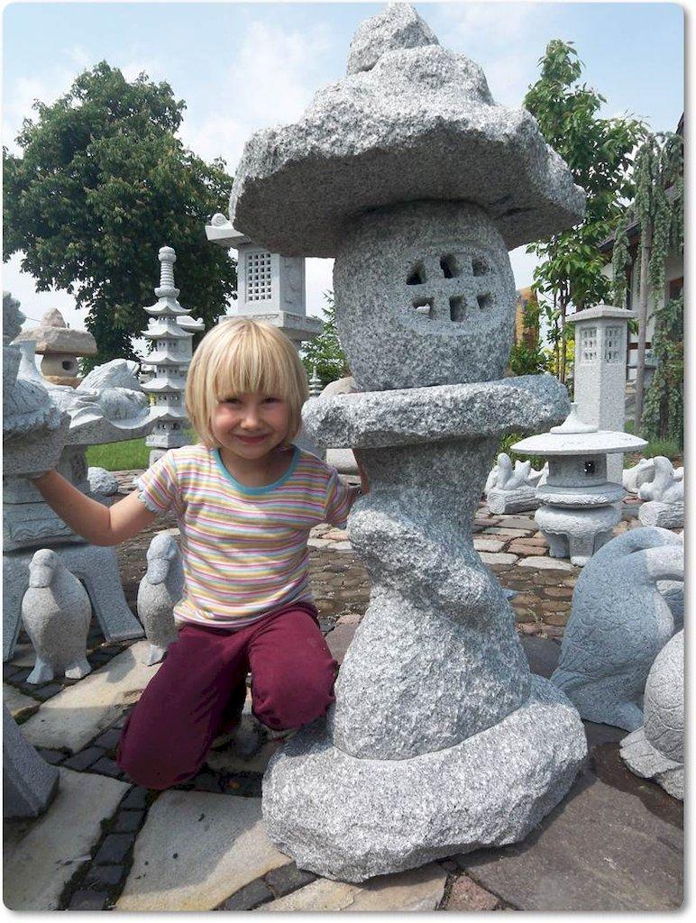 Flintstone steinlaterne aus naturstein f r den garten - Natursteine fur den garten ...