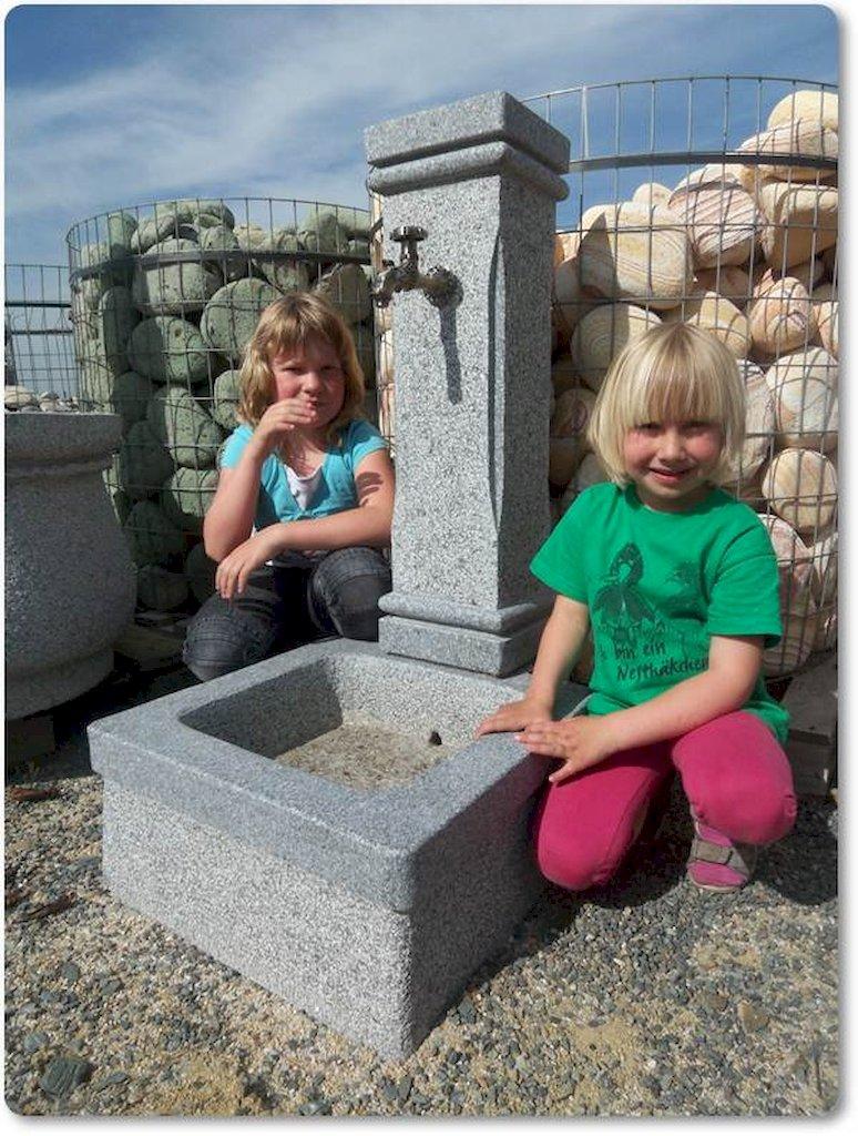 gartenbrunnen aus naturstein granit. Black Bedroom Furniture Sets. Home Design Ideas
