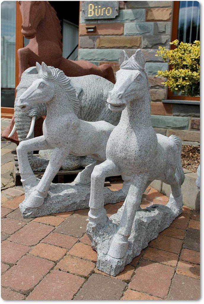granitpferd pferd aus naturstein f r gartendekoration. Black Bedroom Furniture Sets. Home Design Ideas
