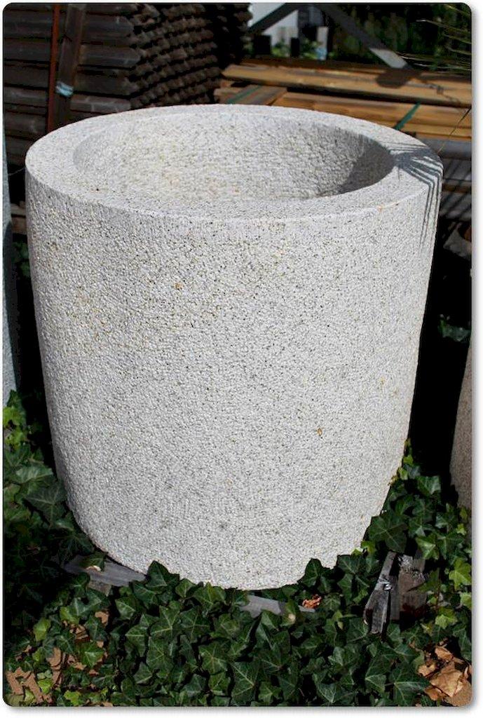 Natursteinkübel aus Granit