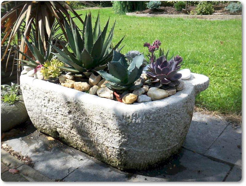 antike und alte steintr ge f r die bepflanzung. Black Bedroom Furniture Sets. Home Design Ideas