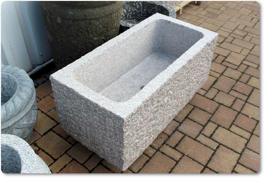 steintrog aus granit f r den garten. Black Bedroom Furniture Sets. Home Design Ideas