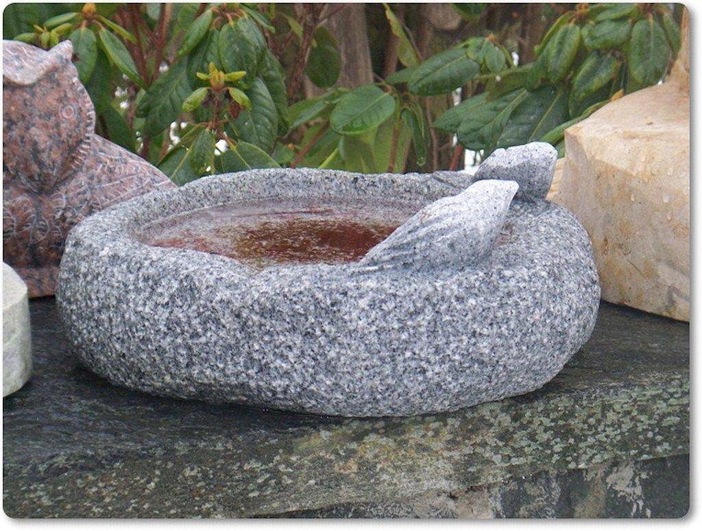 vogelbad natural aus naturstein granit. Black Bedroom Furniture Sets. Home Design Ideas