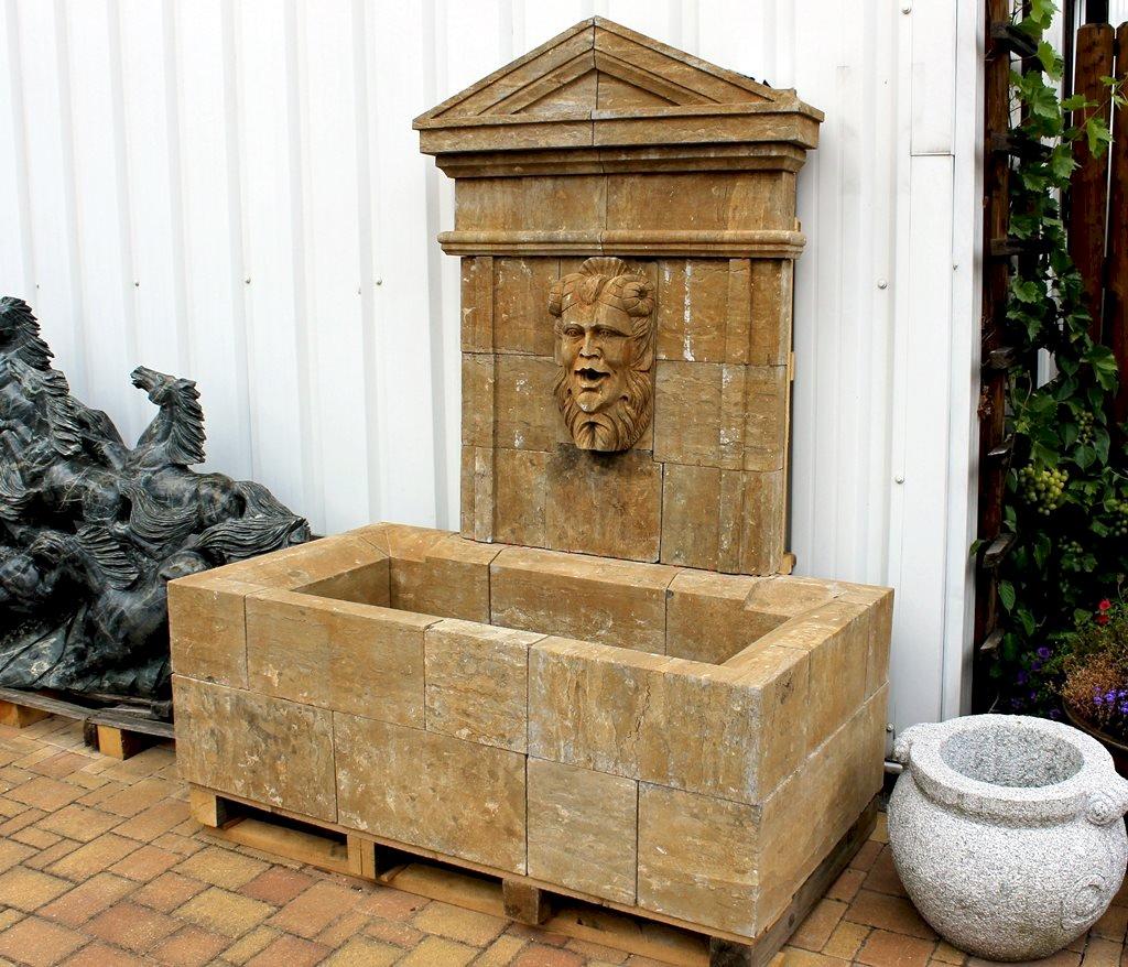 wandbrunnen antik aus kalkstein mit chimäre, Garten und Bauen