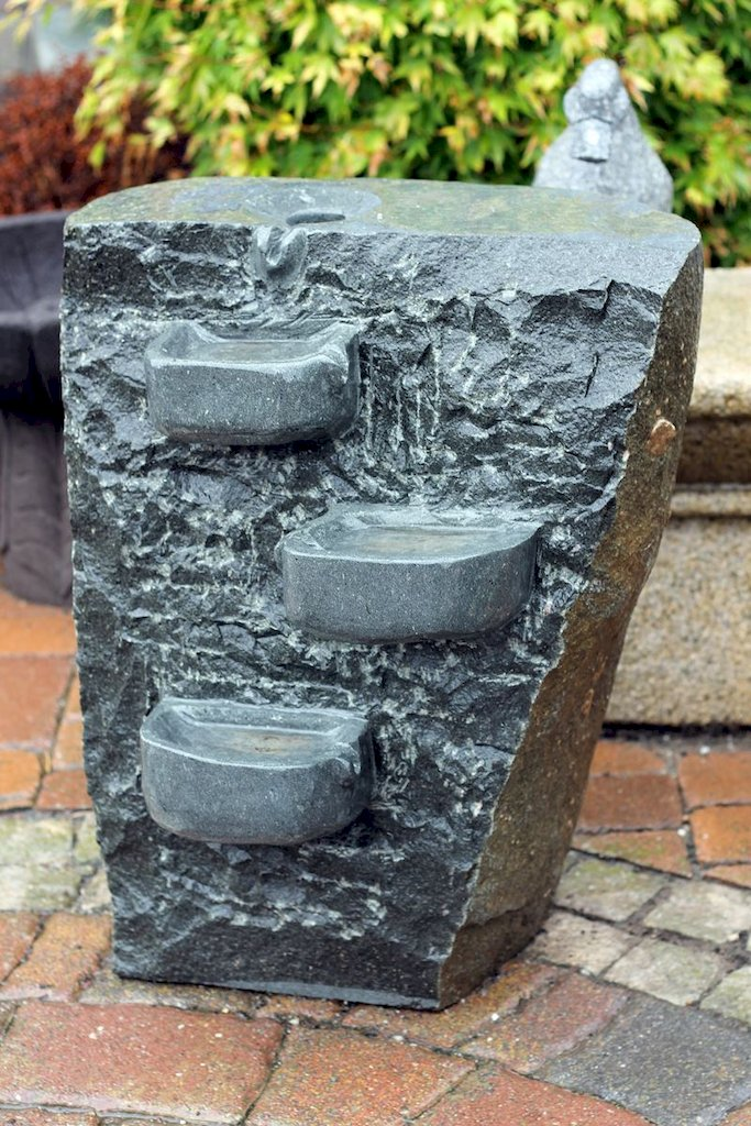 wasserspiel brunnen quellstein vorgarten gartenbrunnen wasser zierbrunnen stein. Black Bedroom Furniture Sets. Home Design Ideas