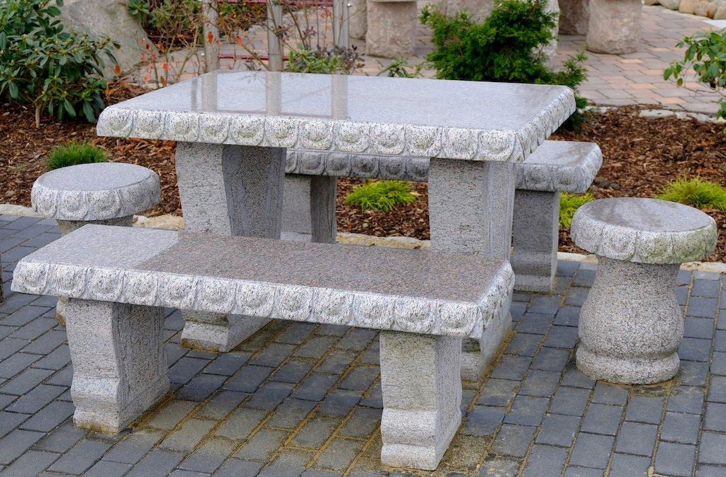 Gartentische Und Steinbanke Fur Den Garten