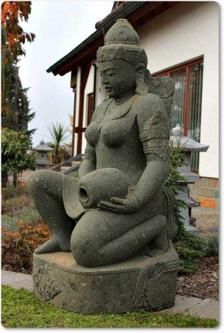 Steinfiguren Garten indonesische steinfigur siwa duduk aus naturstein grüner lava
