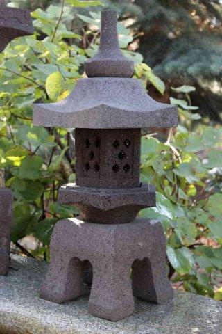 Asiatische Steinlaternen Und Lampen Für Den Garten