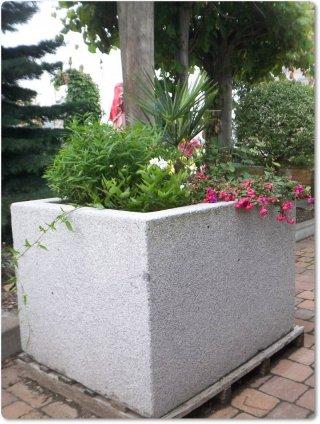 gartenbrunnen granitbrunnen und steinfiguren aus naturstein. Black Bedroom Furniture Sets. Home Design Ideas