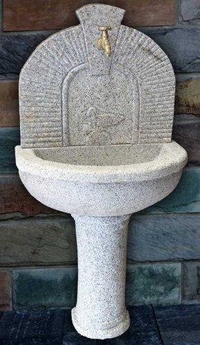 wandbrunnen aus granit mit vogelrelief, Terrassen ideen